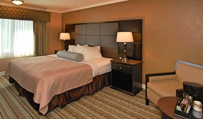 King Suite of Best Western Carmel's Town House Lodge Hotel