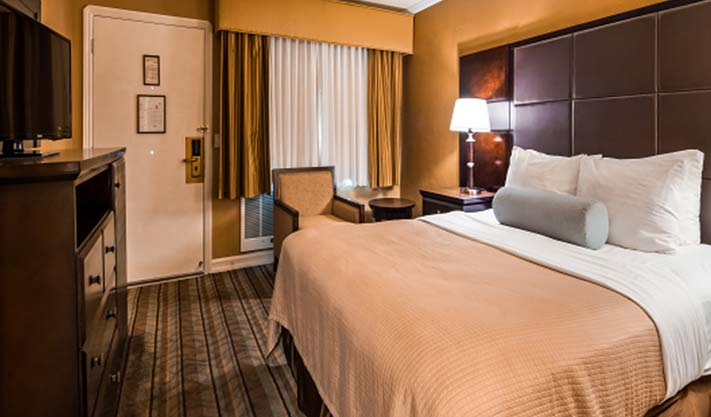 Queen Room in Best Western Carmel's Town House Lodge Hotel